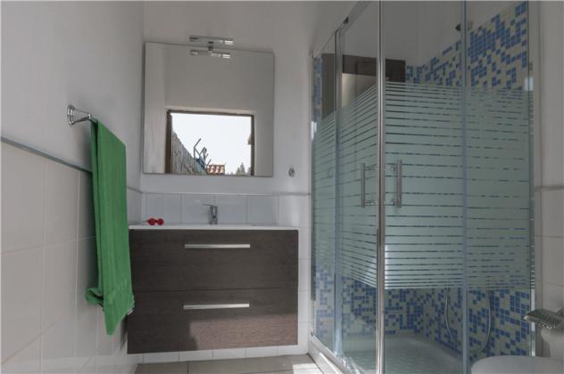 GC 2584-94 Bad von außen zugänglich neben Terrasse Wohnung 2