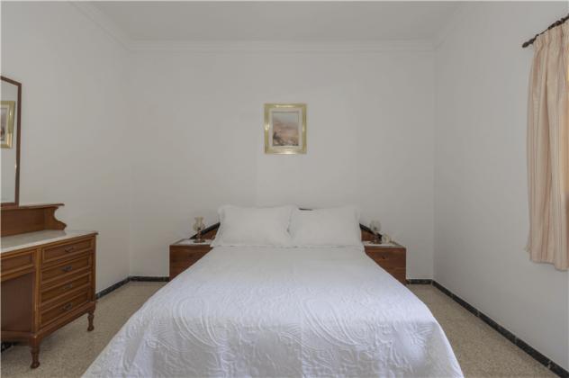 GC 2584-94 Doppelschlafzimmer, Wohnung 1
