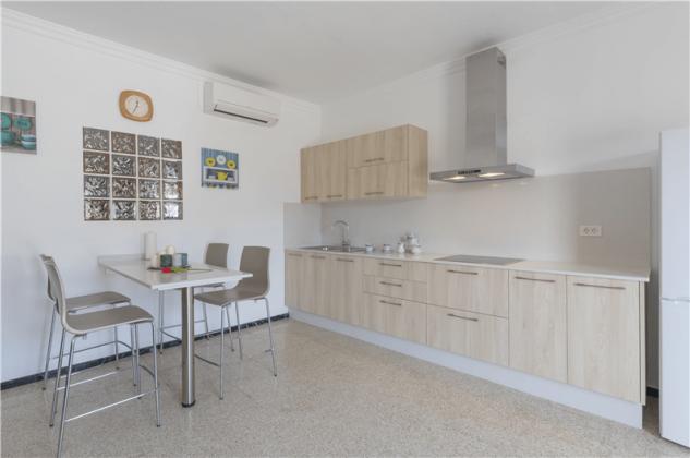 GC 2584-94 Küchenzeile mit Esstisch, Wohnung  1