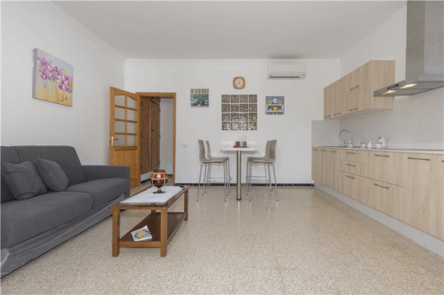GC 2584-94 Wohn-/Esszimmer mit Küchenzeile, Wohnung 1