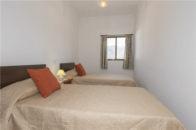 GC 2584-94 Schlafzimmer mit zwei Einzelbetten, Wohnung 2
