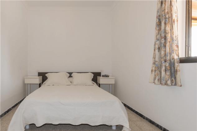 GC 2584-94 Schlafzimmer mit Doppelbett, Wohnung 2