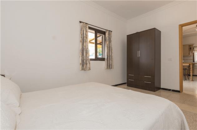 GC 2584-94 Schlafzimmer, Wohnung 2