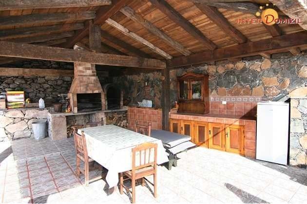 Grillplatz und kleine Außenküche, Essplatz im Freien, alles überdacht