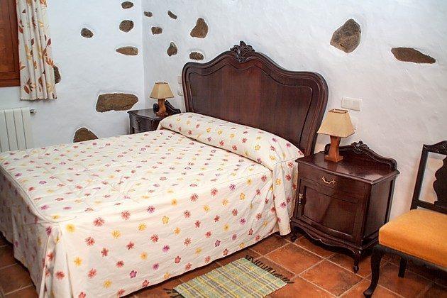 GC 206593 Schlafzimmer mit Doppelbett