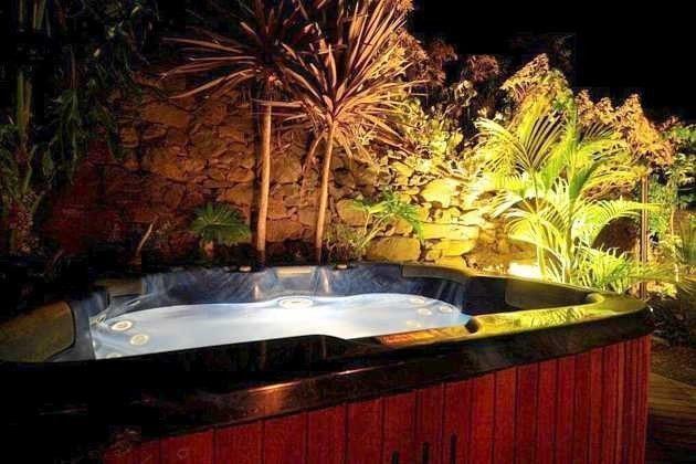 Whirlpool abends beleuchtet
