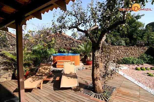 Terrasse, Garten und Whirlpool
