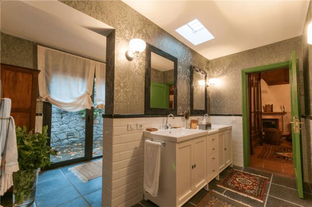 GC 2584-75 Badezimmer mit Dusche und Bidet