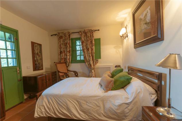 GC 2584-75 Schlafzimmer mit kleinem Doppelbett