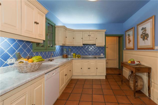 GC 2584-75 Küche mit Geschirrspüler