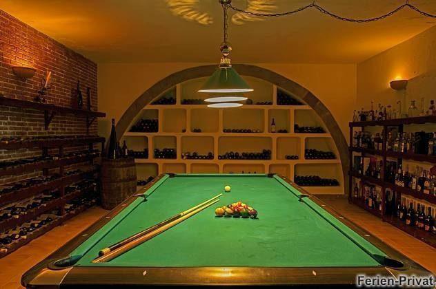 Billardtisch im Spielzimmer