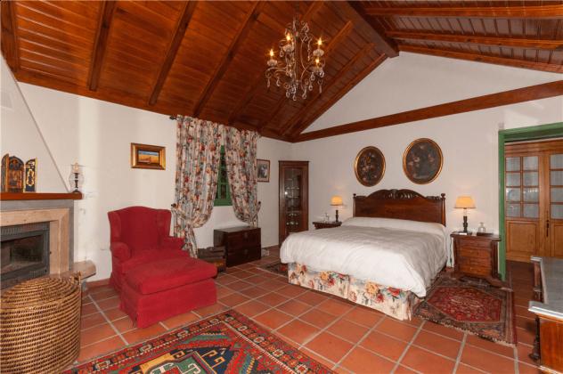 GC 2584-75 Doppelschlafzimmer mit Kamin