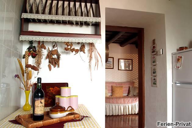 Küche und Blick zum Schlafsofa