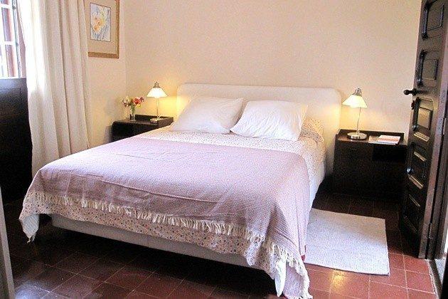 175569-6 Schlafzimmer mit Doppelbett