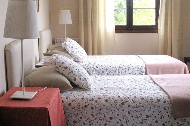 175569-6 Schlafzimmer mit zwei Einzelbetten