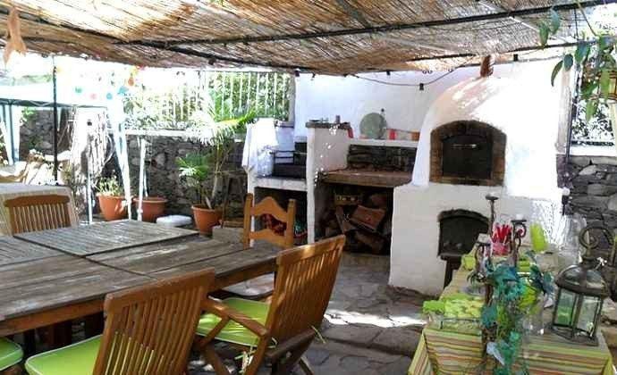 überdachte Terrasse und Grill