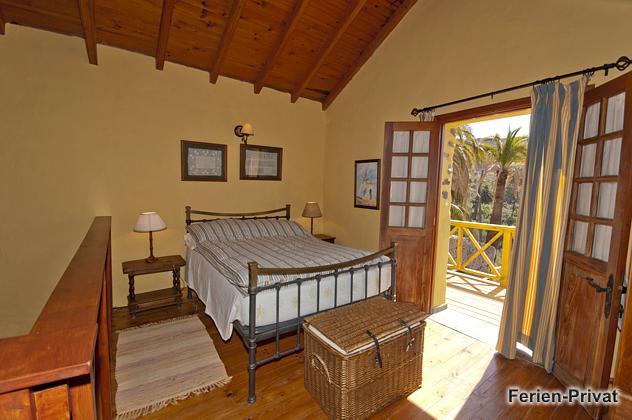 Gran Canaria Ferienhaus mit Blick auf Palmen
