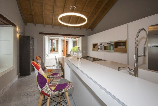 GC 2584-88 Küche im Nebengebäude, Zugang über die Terrasse