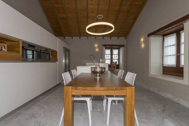 GC 2584-88 Esstisch und Küche
