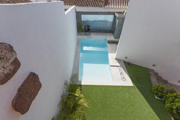 GC 2584-88 Blick von oben auf den Pool