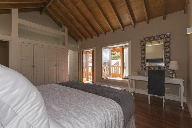 GC 2584-88 Schlafzimmer mit Zugang zum Balkon