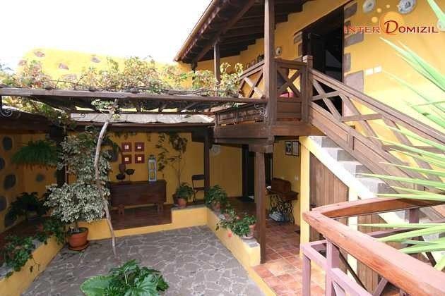Innenhof und Aufgang zum Wohn-/Esszimmer Haus 1