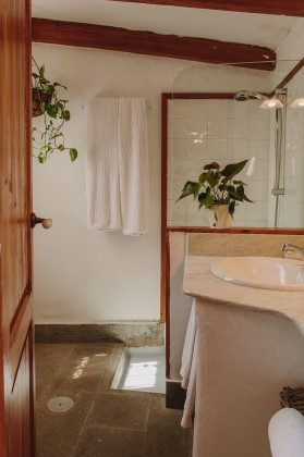 GC 44524-1 Bad mit Dusche