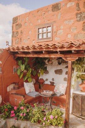 GC 44524-1 kleine überdachte Terrasse mit gemauerter Bank