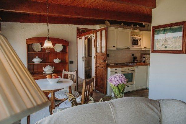 Wohnbereich, Esstisch und Küchenzeile GC 44524-4