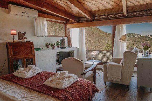 Wohn-Schlafraum mit großen Panoramafenstern GC 44524-4