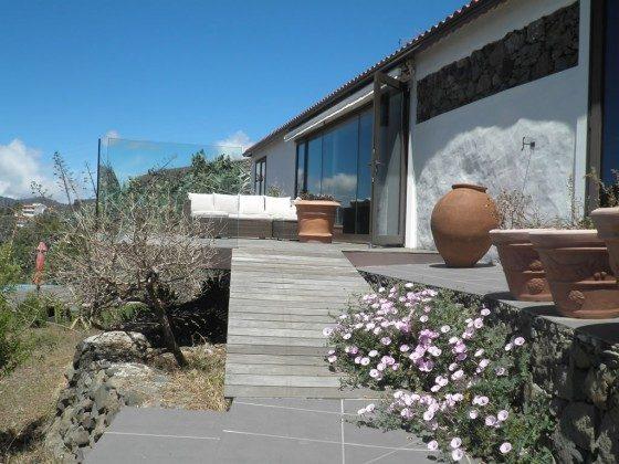 Aufgang zur verglasten, windgeschützten Terrasse