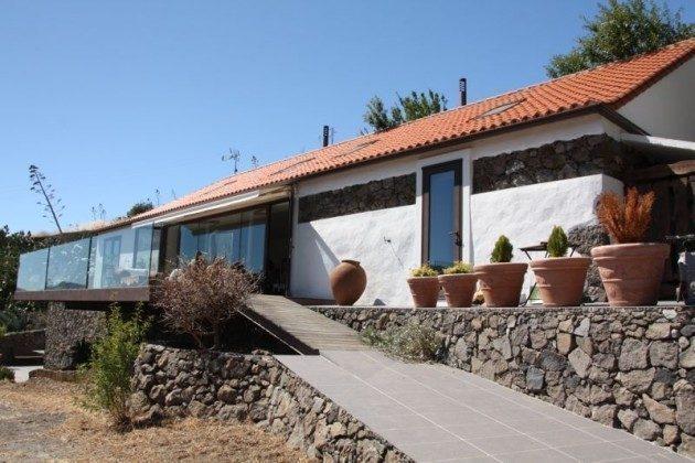 Außenansicht und Zugang zur windgeschützten Terrasse