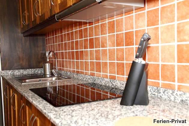 Detailansicht Küchenzeile mit Induktionsfeld