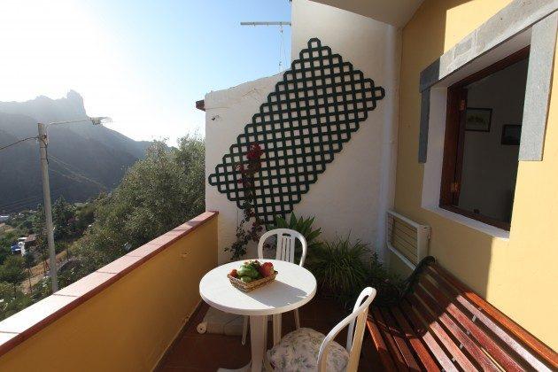GC 24052-3 Terrasse mit Gartenmöbeln und Ausblick
