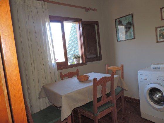 GC 24052-3 Küche mit Esstisch