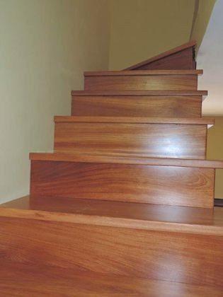 hochwertige Holztreppe