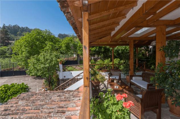 GC 2584-105 Terrasse mit Gartenmöbeln