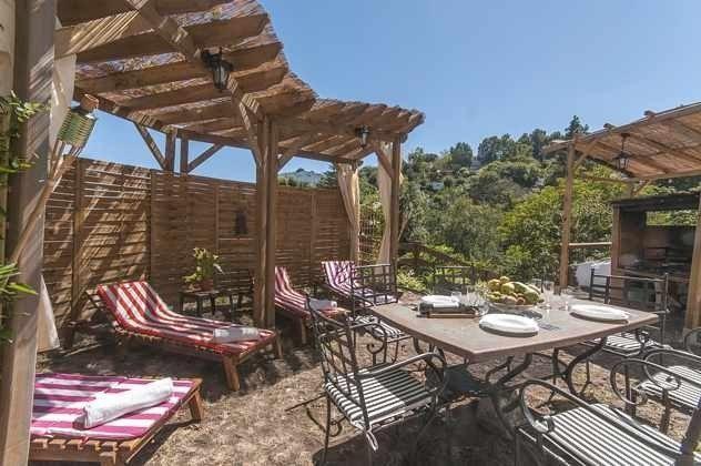 GC 2584-18 Liegen mit Sonnendach und Gartentisch am Außengrill