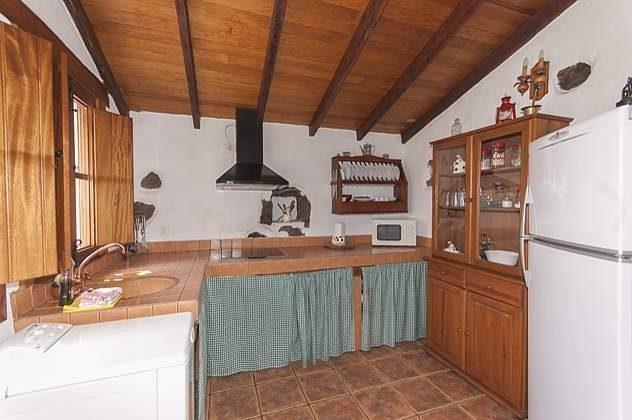 GC 2584-18 Küche mit großem Kühlschrank mit Gefrierfach