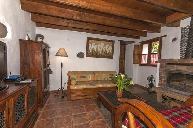 GC 2584-18 Wohnzimmer mit Kamin