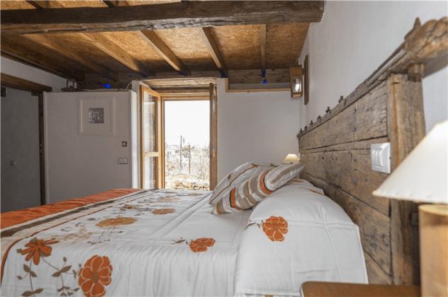 GC 2584-93 Schlafzimmer mit Schrankraum