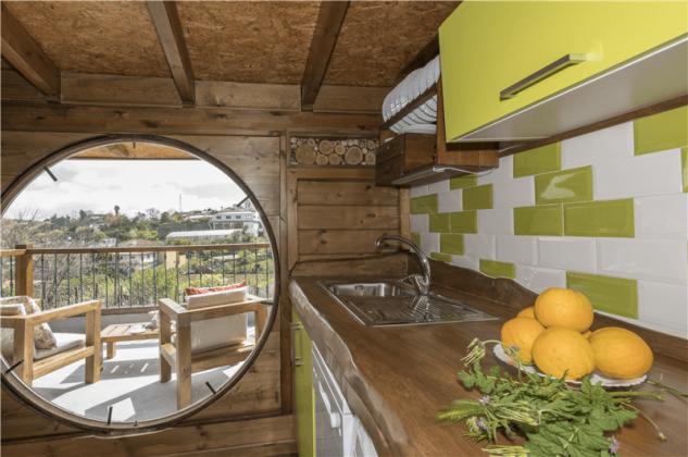 GC 2584-93 gut ausgestattete Küche