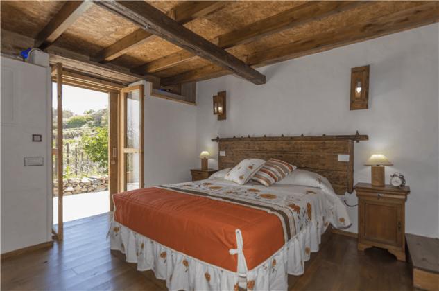 GC 2584-93 Schlafzimmer mit Doppelbett