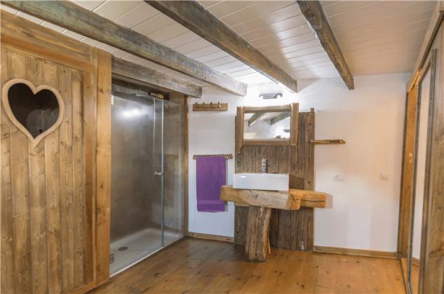 GC 2584-93 Erdgeschoss mit Badezimmer und Schlafzimmer