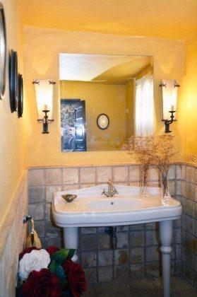 separates Bad mit WC von der Terrasse zugänglich