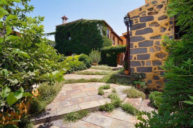 Außenansicht und Garten