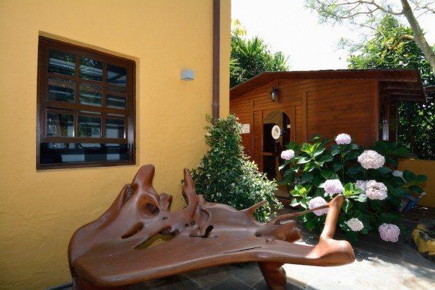 Terrasse und Saunahäuschen (Sauna gegen Gebühr)