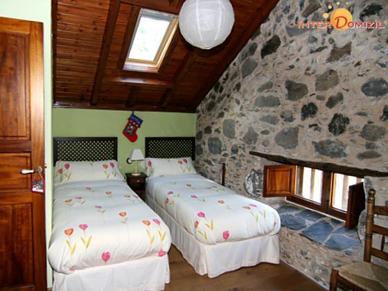 Schlafzimmer mit zwei Einzelbetten GC 27219-1