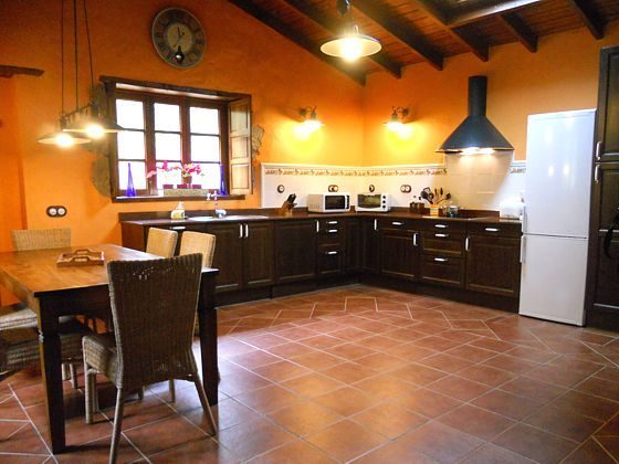 geräumige Küche Landhaus GC 27219-2