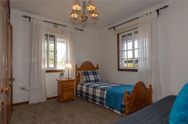GC 2584-89 Schlafzimmer mit Einzelbett und Schlafsofa